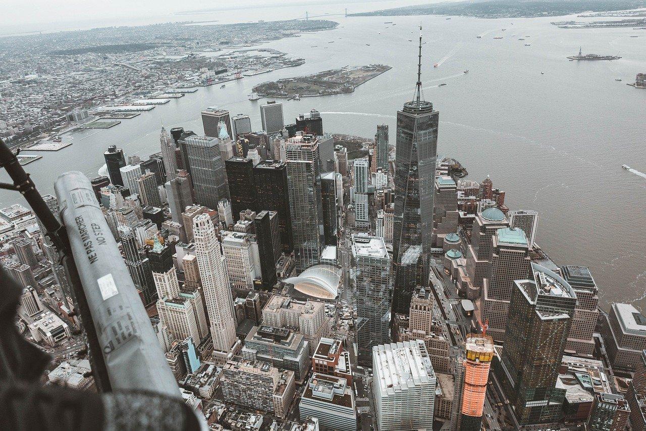 Elicottero in volo su New York